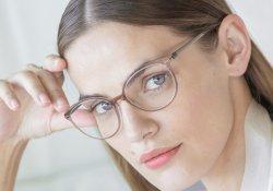 Советы по макияжу для тех, кто носит очки Silhouette